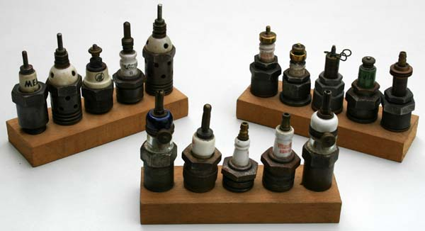 la scintillaphilie est l 39 art de collectionner les bougies d 39 allumage et ce qui s 39 y rapporte. Black Bedroom Furniture Sets. Home Design Ideas